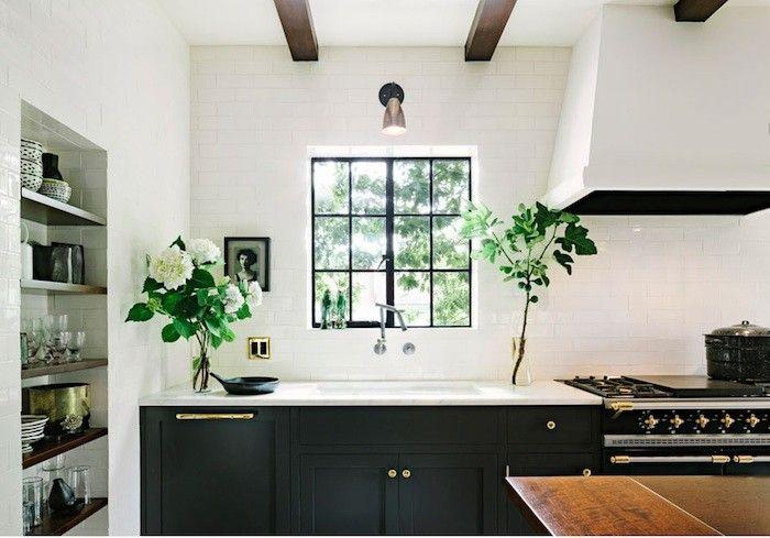 Traditional black & white kitchen