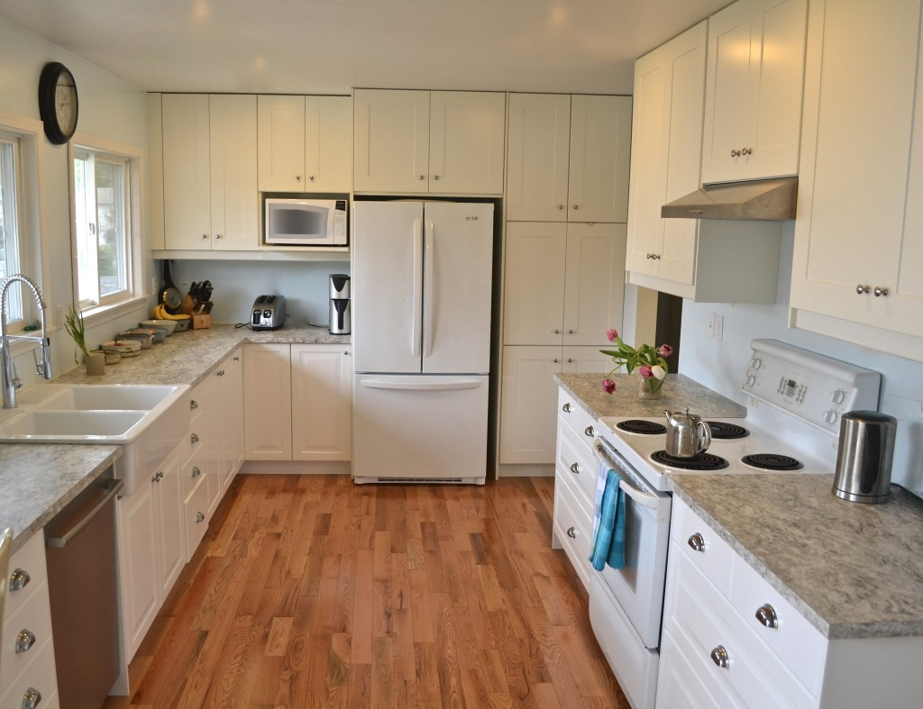 Mt doug sunny kitchen white ikea cabinets ikan installations - Ikea kitchen white cabinets ...