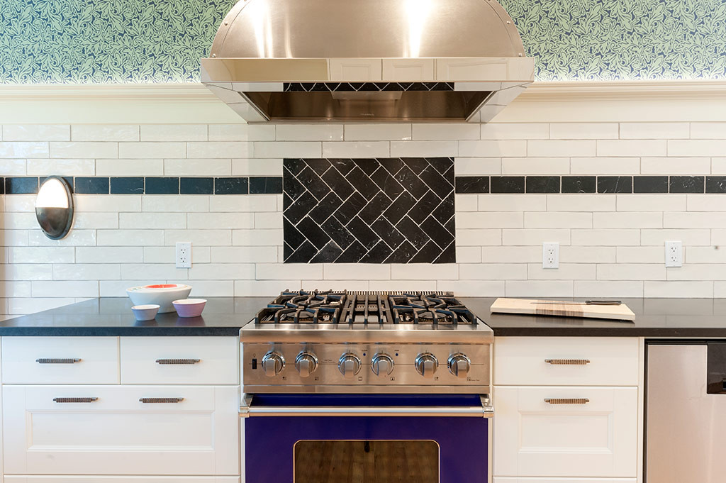 Tiling to accent the range